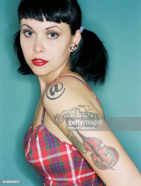 woman with tattoos wearing retro dress - black hair stock pictures, royalty-free photos & images