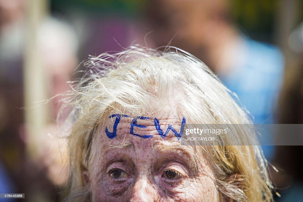 BRITAIN-ANTISEMITISM-PROTEST : News Photo
