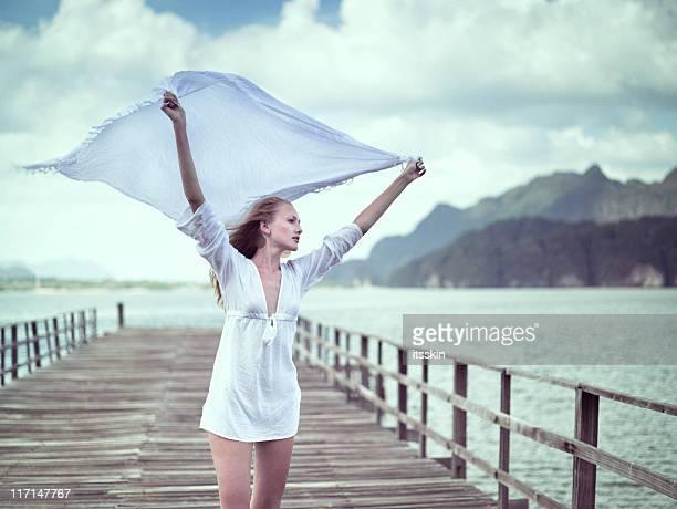 Femme avec Blanc en toile