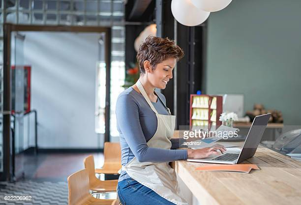 woman working at a cafe - business plan stock pictures, royalty-free photos & images