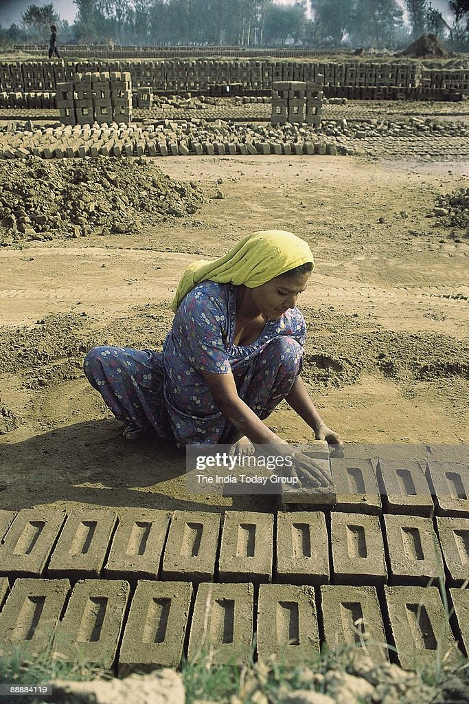 Woman Working at Brick-kiln Site in Punjab ( Brick-Kilns, News Portrait ) : News Photo