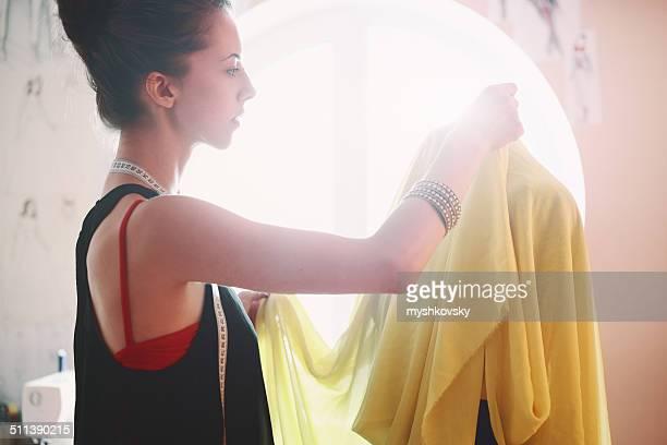 女性ファッションデザインスタジオ