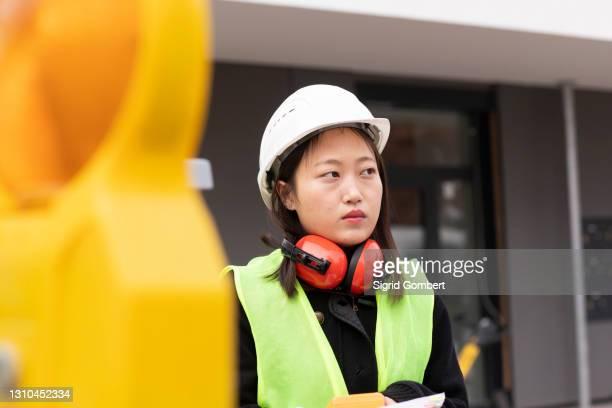 woman working in industry - sigrid gombert stock-fotos und bilder