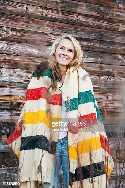 woman wrapped in hudson bay blanket - hudson bay 個照片及圖片檔