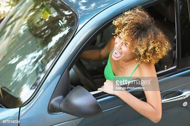 woman yelling from car - ongeduldig stockfoto's en -beelden