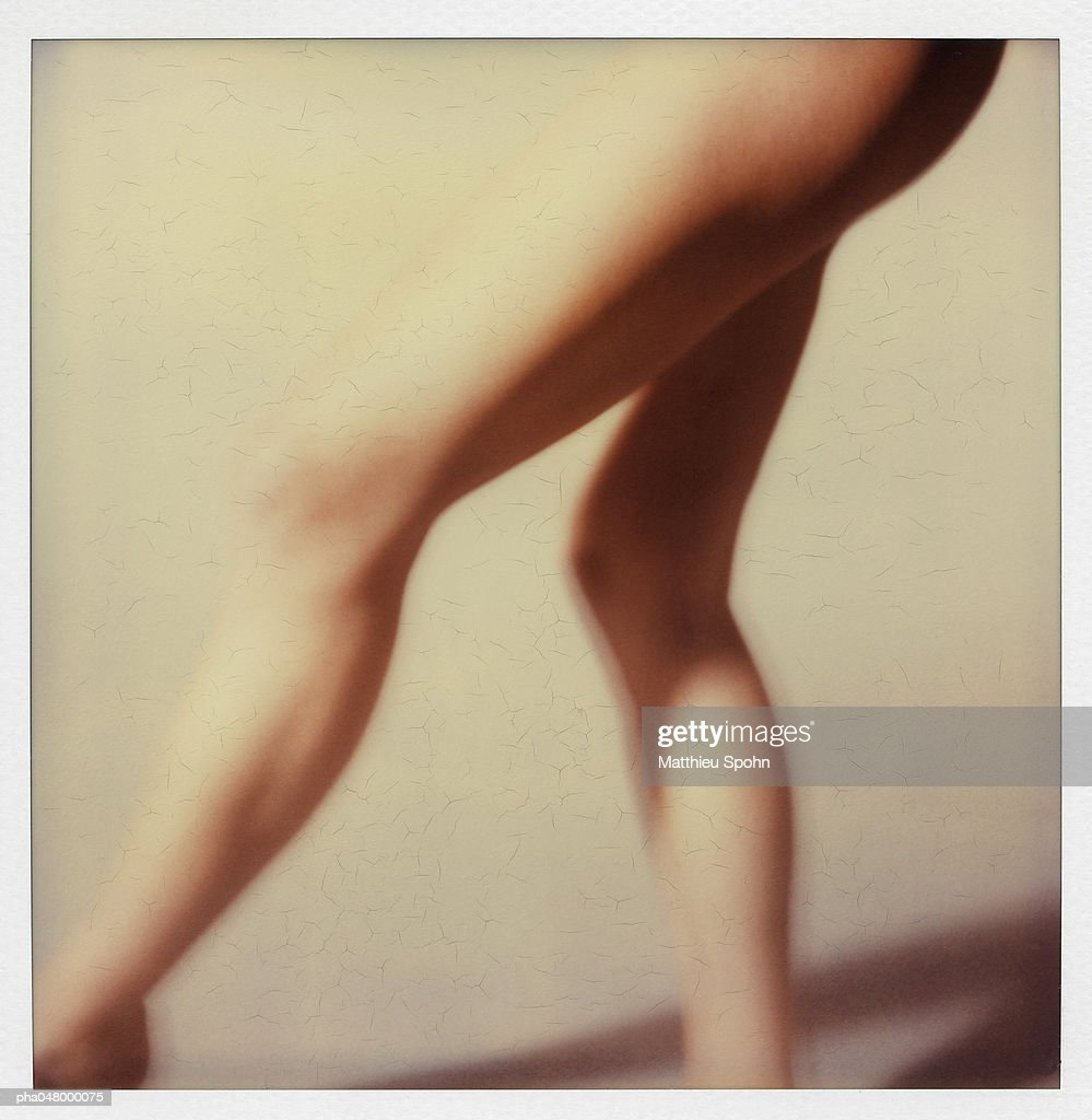 Woman's bare legs, blurred : Stockfoto
