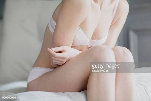 woman's body in underwear, crossed arms on belly - femmes en culottes photos et images de collection
