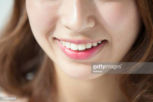 女性の顔クローズアップ - 歯 ストックフォトと画像