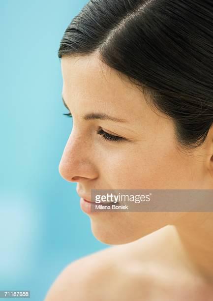 woman's face, side view - 髪の分け目 ストックフォトと画像