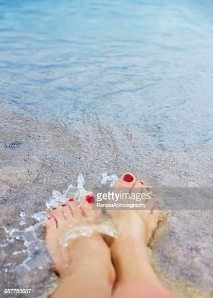 woman's feet in sea - 人のつま先 ストックフォトと画像