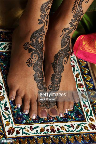 woman's feet painted with henna - beautiful female feet stock photos and pictures