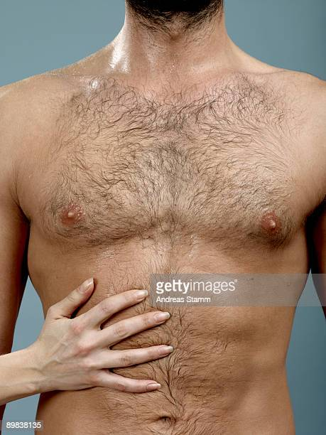 a woman's hand touching a man's abdomen - femme poil photos et images de collection