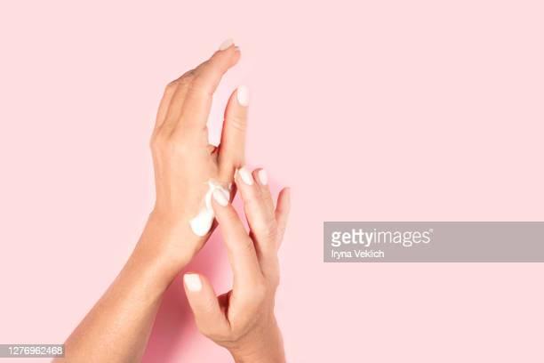 woman's hands and hand cream. - handcrème stockfoto's en -beelden