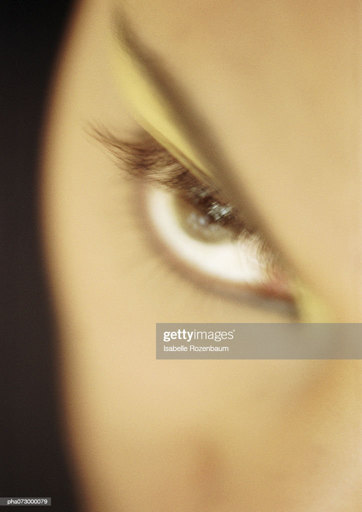 Woman's made-up eye, blurred close-up : Stockfoto
