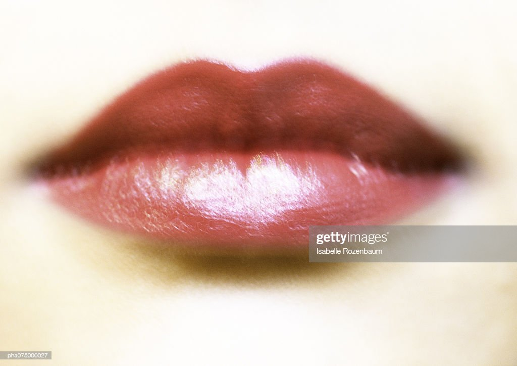 Woman's mouth with red lipstick, blurred extreme close-up : Stockfoto