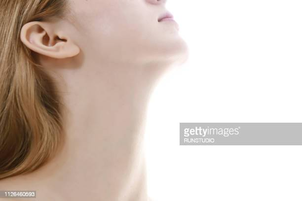 woman's neck, close-up - aspecto da epiderme - fotografias e filmes do acervo