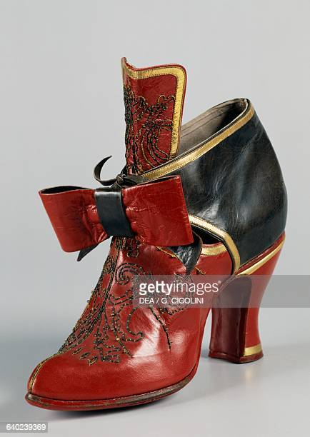 Woman's red and black leather lace-up shoes which were tied in the front with a bow, 17th century. Vigevano, Castello Visconteo Sforzesco, Museo...
