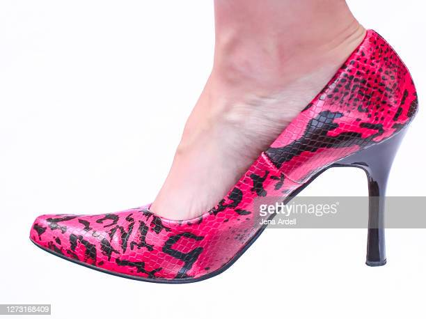 woman's shoe on white background: pink snakeskin print pumps, faux snakeskin heels - pump dress shoe stock pictures, royalty-free photos & images