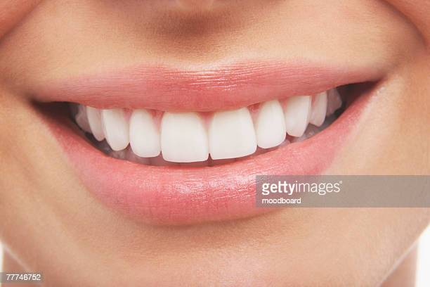 womans smile - menselijk gebit stockfoto's en -beelden
