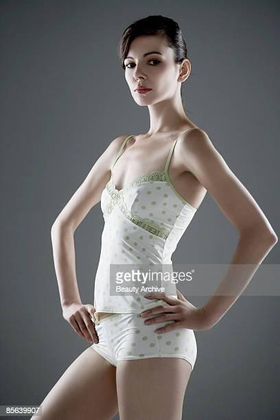 woman's with hands on hips - cami fotografías e imágenes de stock