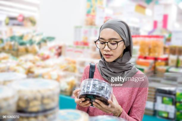 Women alone shopping at groceries