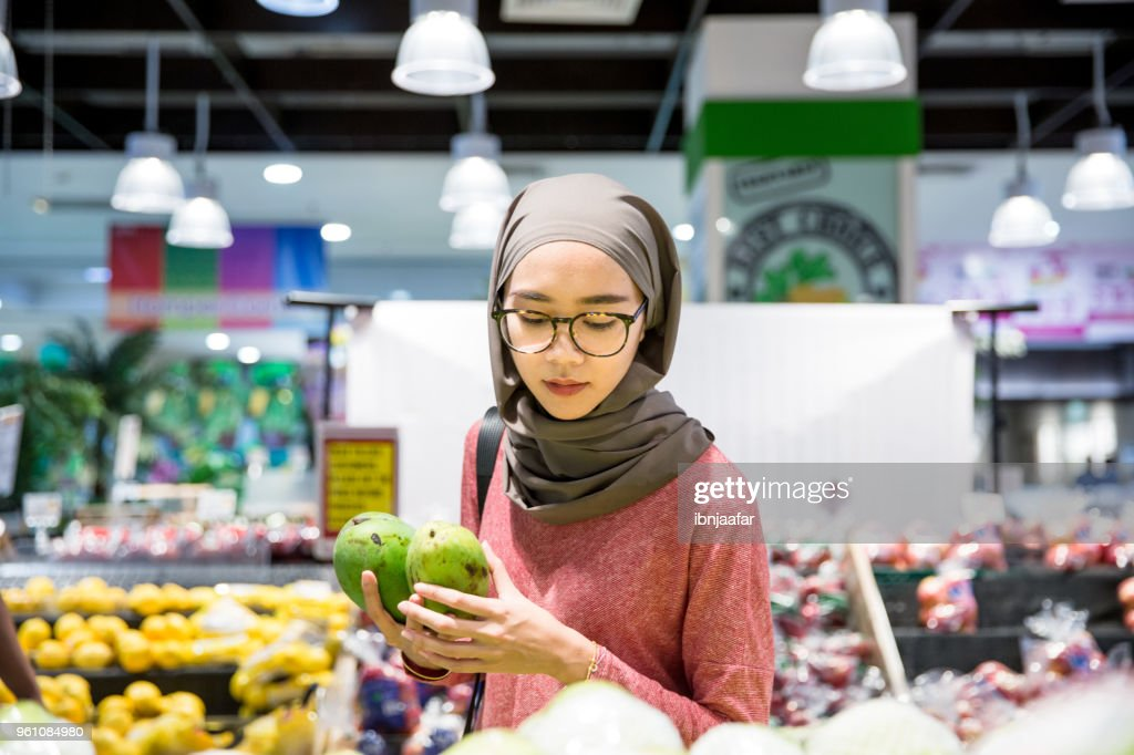 Women alone shopping at groceries : Stock Photo