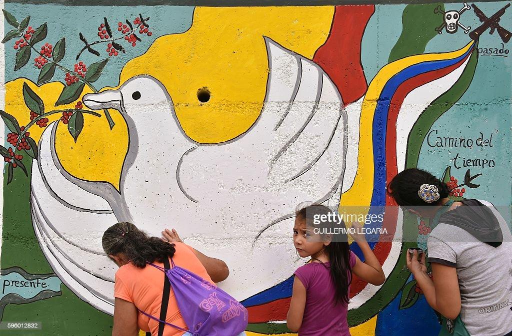 COLOMBIA-FARC-PEACE ACCORD : News Photo
