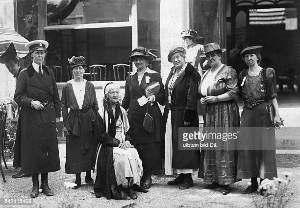 Women at a conference Englishwoman Mrs Deppson the oldest participant of a pacifist conference in Geneva left Mrs Champney Foto F H Jullien 1920...