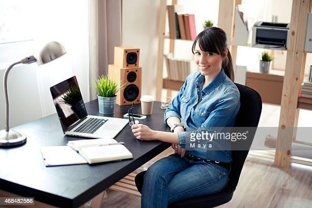 Frauen im modernen Büro.