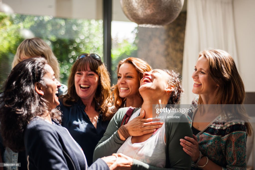 Women at reunion greeting and smiling : Stock-Foto