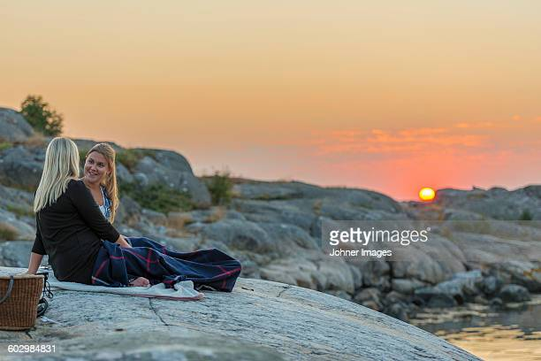 women at sea, sunset - gothenburg stock pictures, royalty-free photos & images