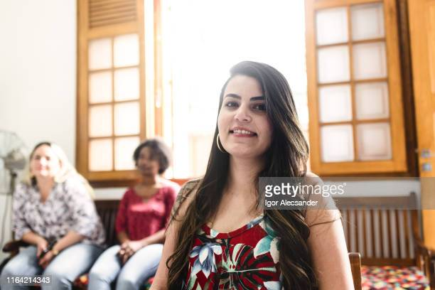 women at the reception of an aesthetic clinic - sentar se imagens e fotografias de stock