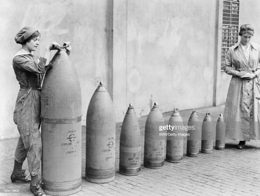 Women At Work During The First World War: Munitions Production, Chilwell, Nottinghamshire, England, UK, c : Photo d'actualité