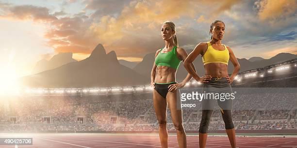 Frauen stehen im Olympischen Stadion in Rio