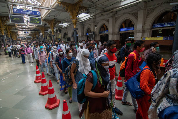 IND: Women Allowed To Travel In Mumbai Local Trains During Non-Peak Hours