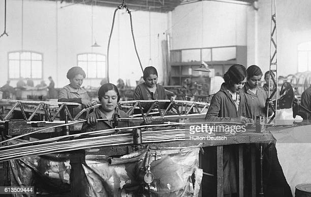 Women constructing aeroplanes Spain 1920s