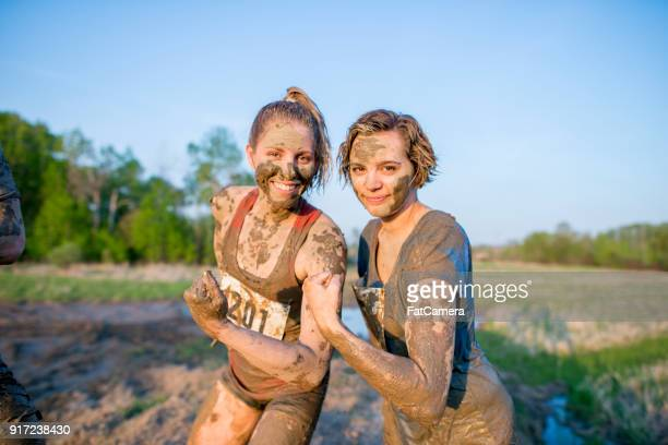 women covered in mud - adversidade imagens e fotografias de stock
