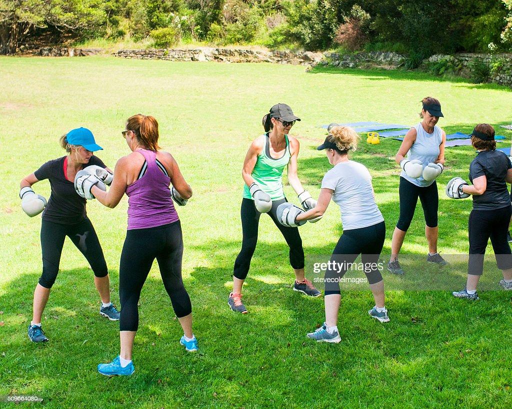 Women Cross Fitness : Stock Photo