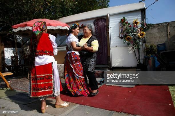 Women dance in a Roma camp set up in SaintDenis northern Paris suburbon October 4 2015 AFP PHOTO / THOMAS SAMSON