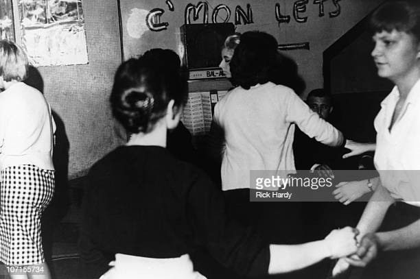Women dance to the jukebox at the 2is Coffee Bar in Soho circa 1959