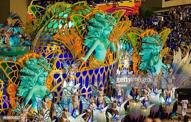 women dancing in sambadromo, rio de janeiro, brazil - mardi gras parade stock photos and pictures