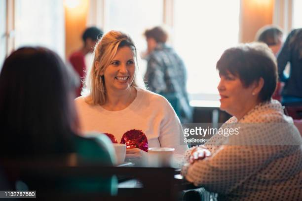 women enjoying a coffee - book club meeting stock pictures, royalty-free photos & images