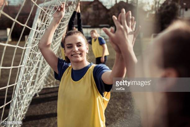 women football club - fútbol femenino fotografías e imágenes de stock