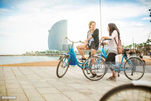women friends at barceloneta beach, barcelona - la barceloneta stock pictures, royalty-free photos & images