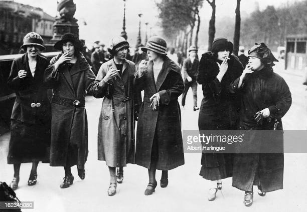 Women from Berlin smoking in the street to imitate the Parisian women circa 1925