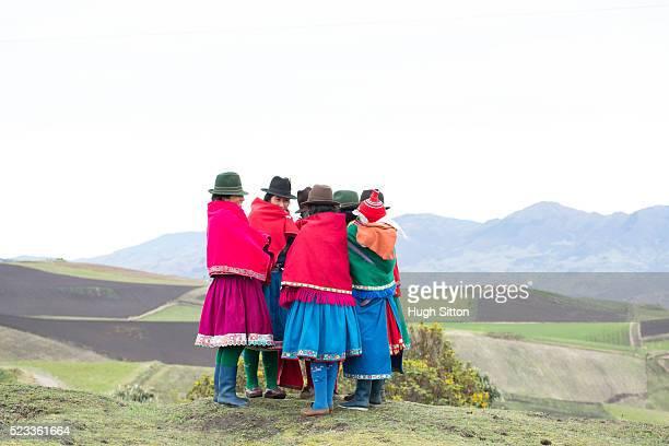 women from highlands wearing traditional ecuadorian costume, ecuador - hugh sitton stock-fotos und bilder