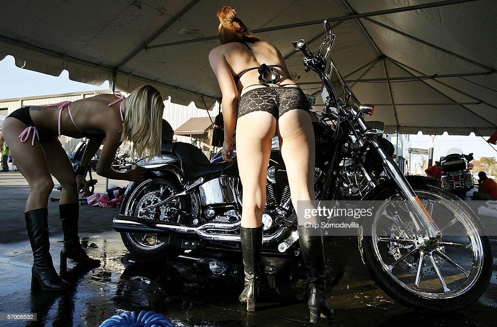 Naked women washing motorcycles images 634