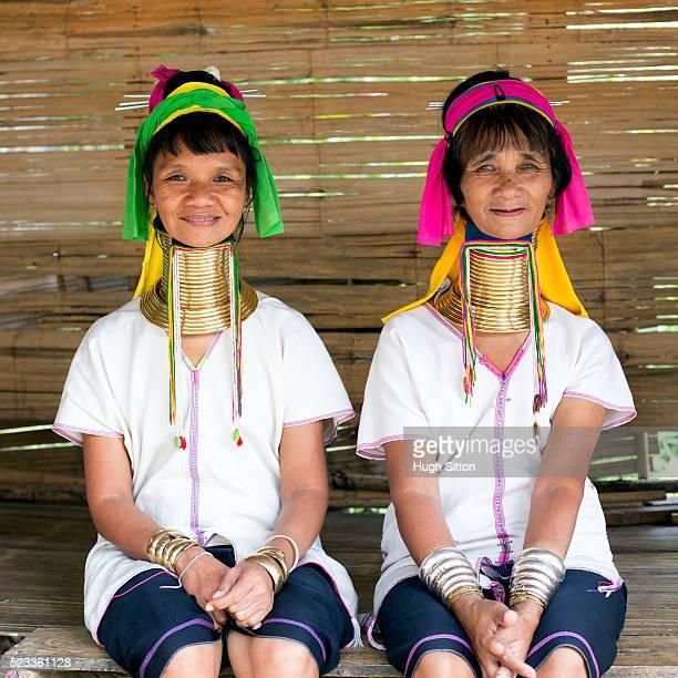 women from long neck tribe, chiang mai, thailand - hugh sitton fotografías e imágenes de stock