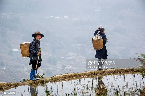 Les femmes de la tribu Hmong noir
