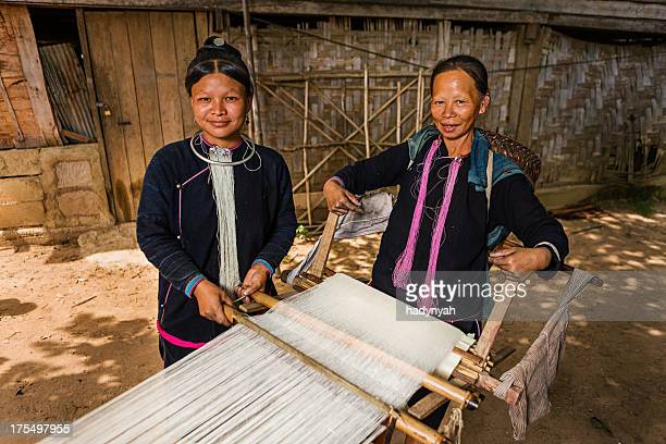 Women from the Lantan hill tribe working with loom